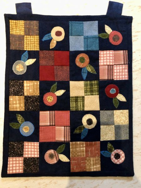 Green-acres-quilts-charming-wallhanging-quilt-kit-complete