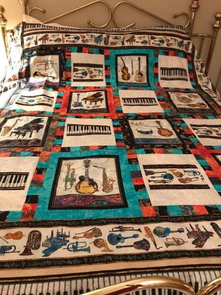 Green-acres-quilts-happy-notes-quilt-kit